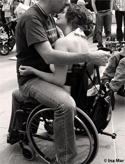 Секс с мужчиной на коляске